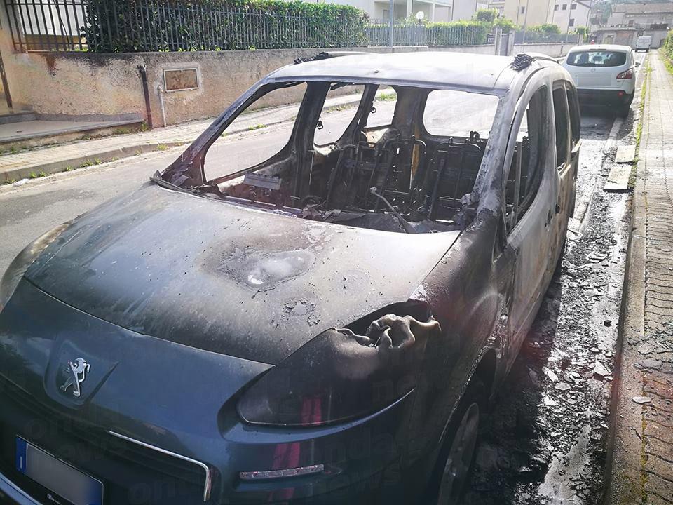 auto incendiata villammare