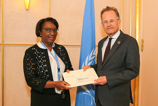 NEW PERMANENT REPRESENTATIVE OF ANGOLA PRESENTS CREDENTIALS TO THE DIRECTOR-GENERAL OF THE UNITED NATIONS OFFICE AT GENEVA