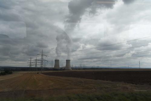 20100902 195 Jakobus Heimfahrt Kraftwerk Strommast Rauch Wolken_Kunst