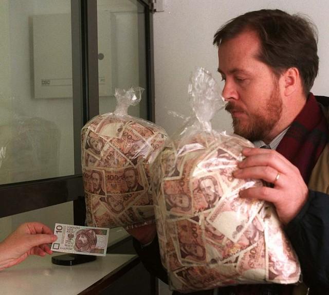 Деньги мешками