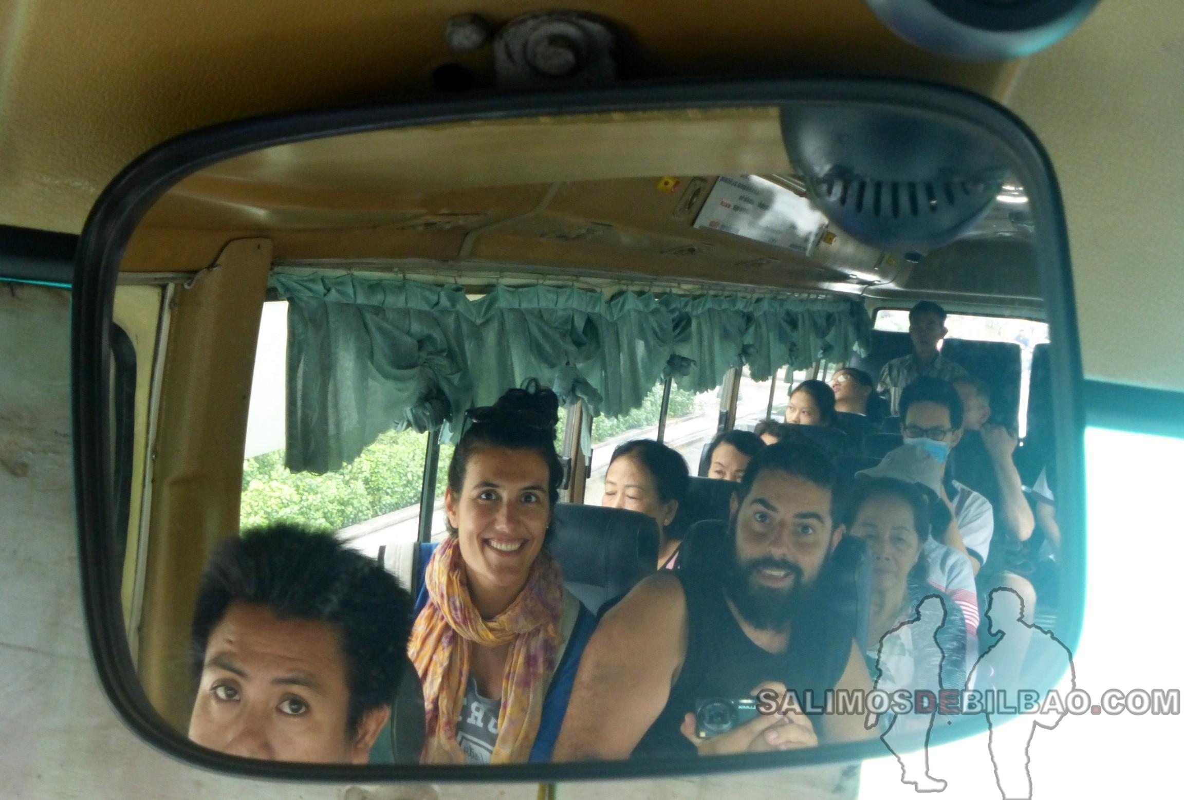 1377. Katz y Saioa, Bus, Ho Chi Min