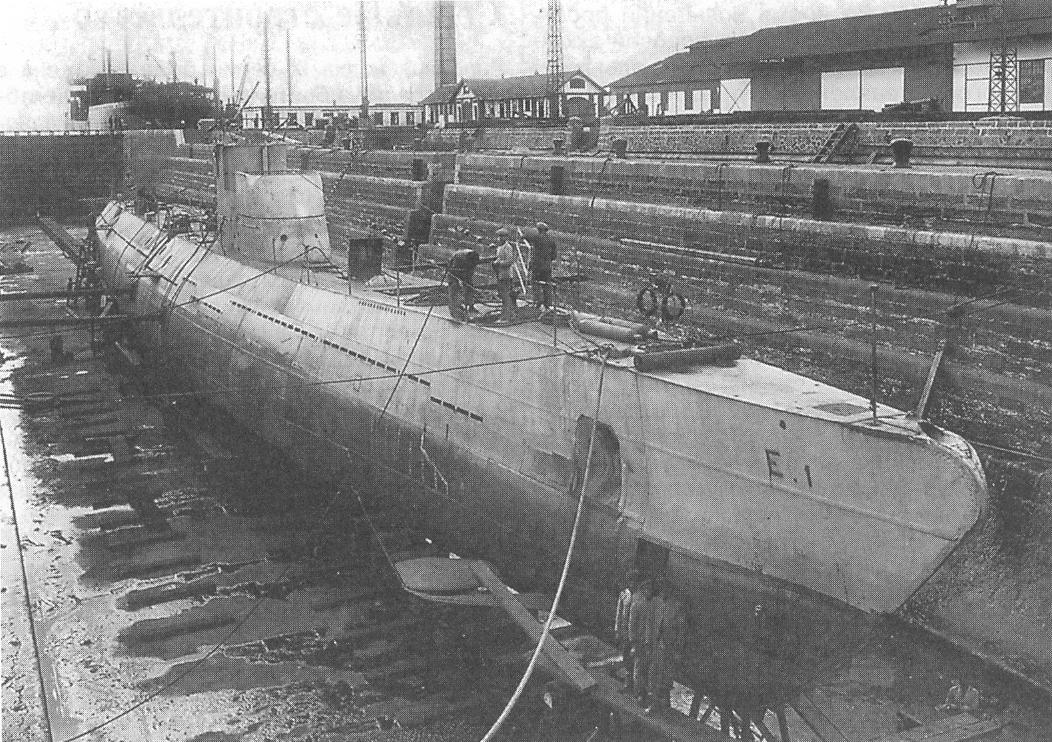 Spanish submarino E-1 at the shipyard in Cádiz, circa 1930.