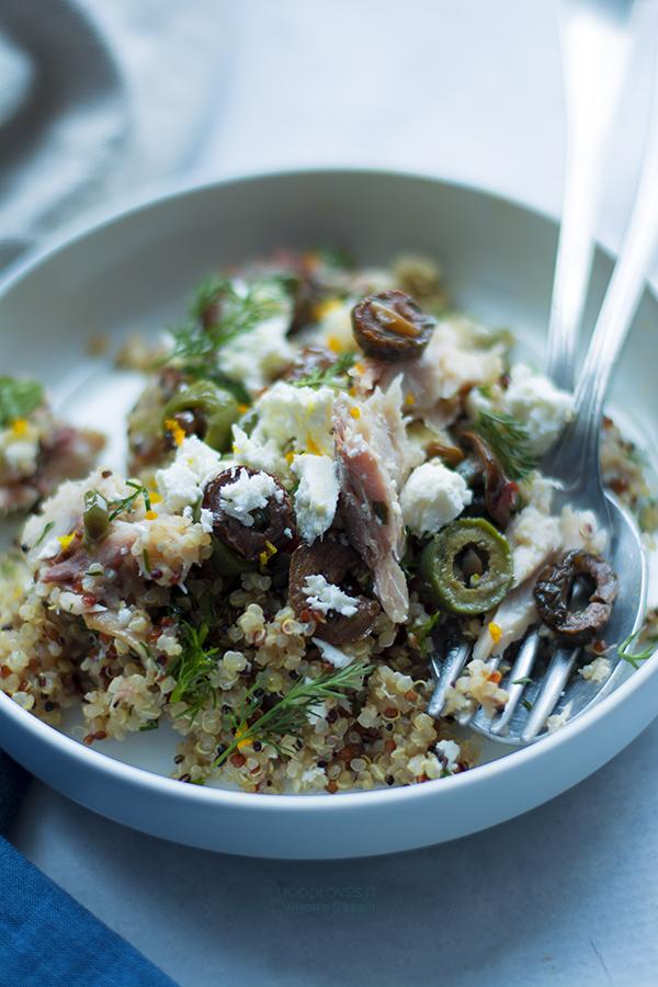 Quinoa all'insalata con olive e feta