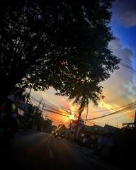 Pulang. 16.17 dekat rumah, setelah mengukur jalan seharian Malang Surabaya Malang sejak 03.00 pagi, :grin: