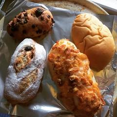 otto pan morning❤︎ ・ ・ ・ #ottoパン #荏原町 #東京 #パン #くるみチョコ #カレーパン #チーズベーコンフォッカチャ #イチジクパン #ottopan #ebaramachi #tokyo #japan #walnut #chocolate #cheese #bacon #foccacia #curry #fig