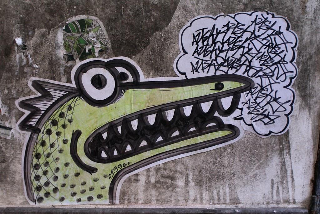 Street Art à Palerme avec cette cigogne-dragon.
