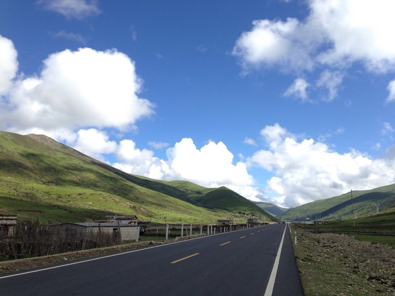 省道216線を歩いて香格里拉鎮(四川省、日瓦)から稲城へ