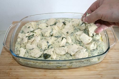 52 - Brötchenteigwürfel oben auf legen / Add bun dough dices