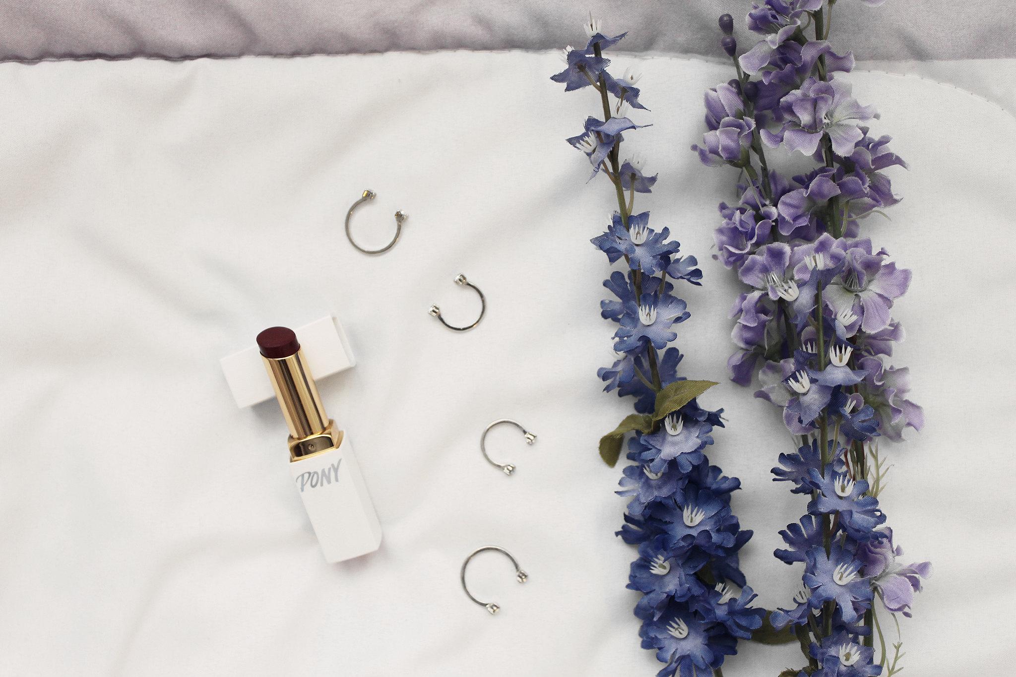 5763-beauty-makeup-skincare-sephora-vibrouge-ponymakeup-pony-lipstick-clothestoyouuu-elizabeeetht-flatlay