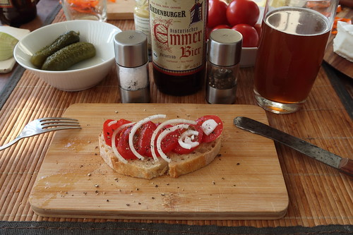 Tomate auf Weißbrot