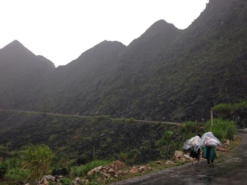 サフィン(Sa Phin)から14キロ歩いてドンバン(Dong Van)に帰る, 2