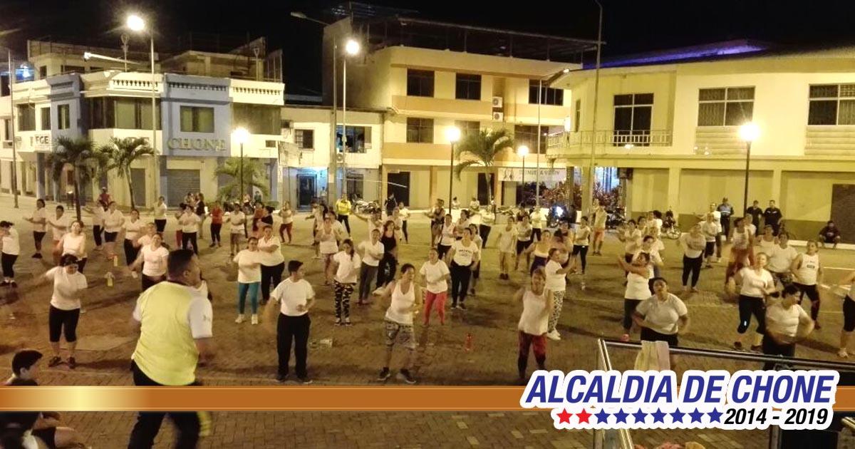 Grupo de bailoterapia rindió homenaje a la madre