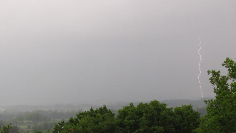 Orage dans la vallée e TRETS 9 MAI 2018