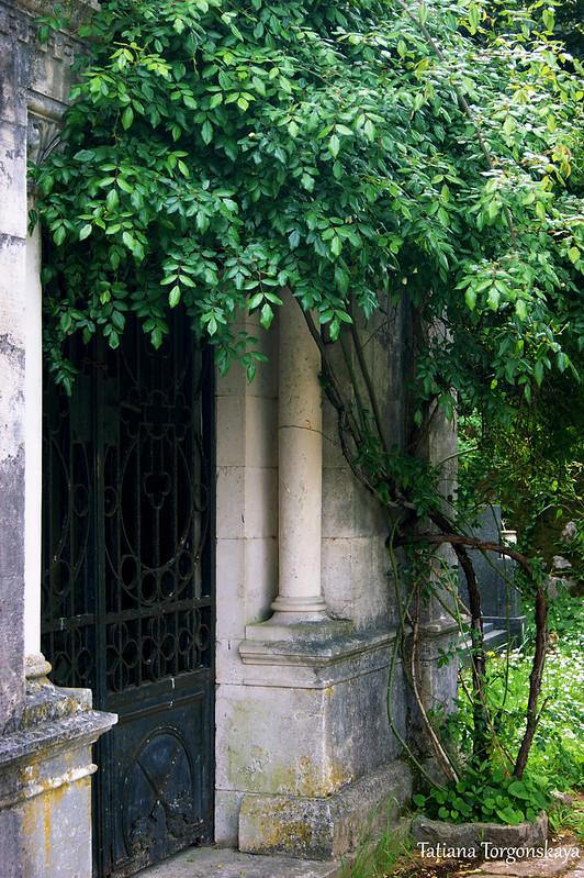 Фрагмент старой усыпальницы
