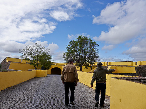 photo elvas portugal frontierfortress fortress fort garrisontown fortifiedtown fortifications wall gate cornergate unescoworldheritagesite unescoworldheritage unesco worldheritagesite worldheritage whs hubby buttress