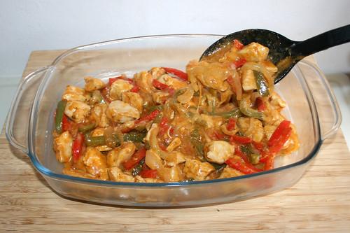 38 - Pfanneninhalt in Auflaufform geben / Put pan content in casserole
