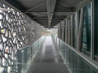 Außenrampe, Betonhülle, Betonpfeiler Museum Mucem