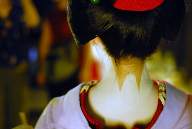 The neck of a maiko