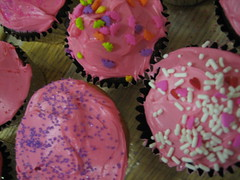 baking, buttercream, purple, sweetness, cupcake, sprinkles, food, cake decorating, icing, dessert, pink,