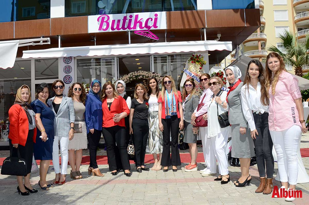MHP Kadın Kolları açılıştaydı.