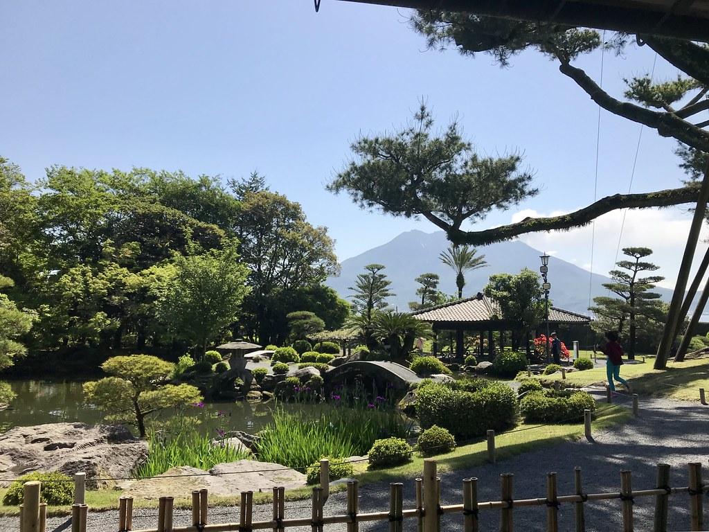 仙巌園と遠くに見える桜島