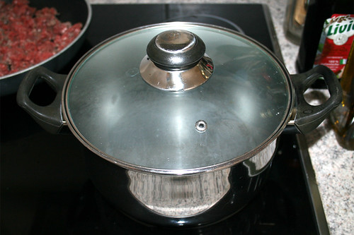 16 - Topf mit Wasser aufsetzen / Bring pot with water to a boil