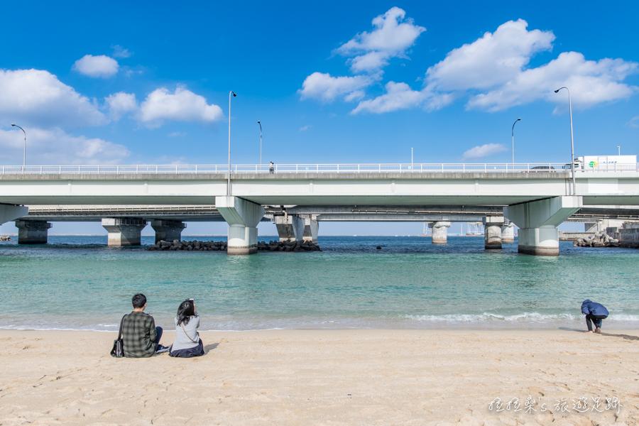 日本沖繩波之上沙灘,波上宮旁的迷人小沙灘,最適合親子一起戲水、玩沙,享受愉快的旅遊假期