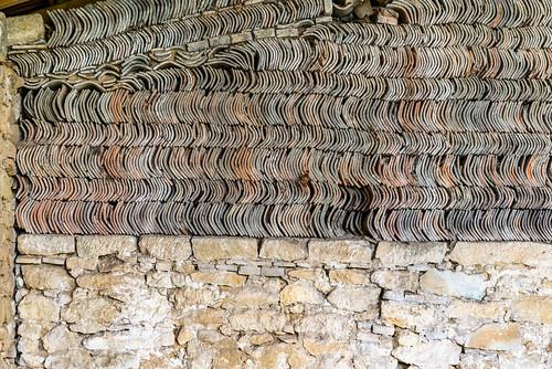23-Tuiles et pierres