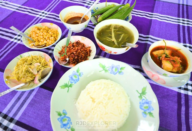 myanmar itinerary curry set food