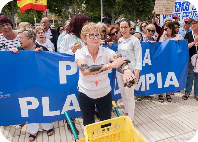 Vecinos del Mar Menor claman por la salvación de la laguna salada