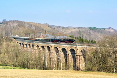 52 8079 und 351097 auf dem Steinaer Viadukt