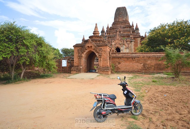 myanmar itinerary e-biking in bagan