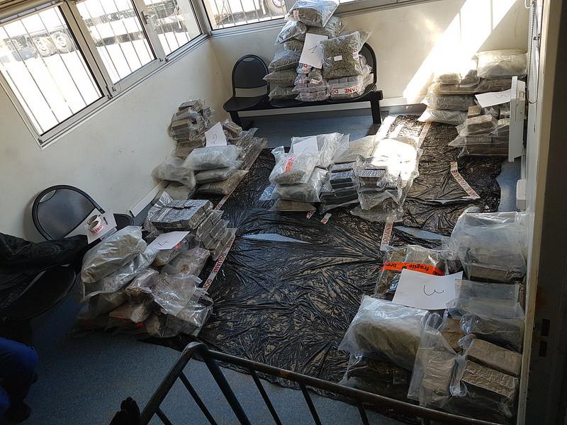 Les douaniers du Tunnel sous la Manche saisissent près de 320 kg de cannabis dissimulés dans des fûts métalliques