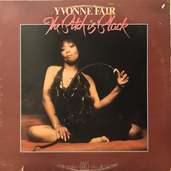 YVONNE FAIR:THE BITCH IS BLACK(JACKET A)
