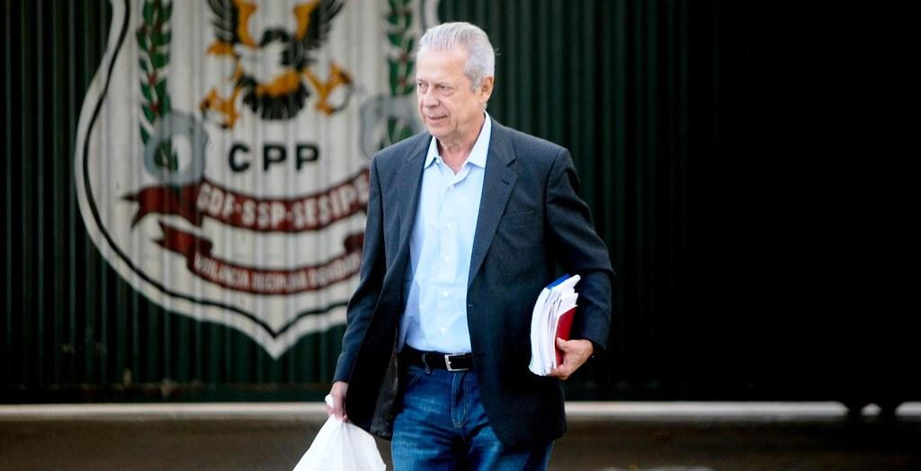 Ex-ministro José Dirceu volta à Papuda para cumprir 30 anos de prisão, José Dirceu se entrega e volta à prisão