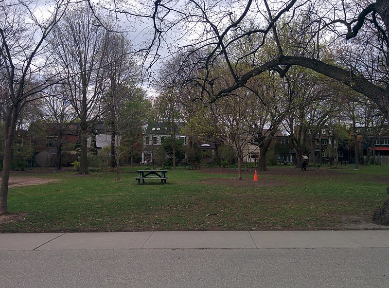Houses to the west #toronto #spring #trinitybellwoods #parks #house #latergram