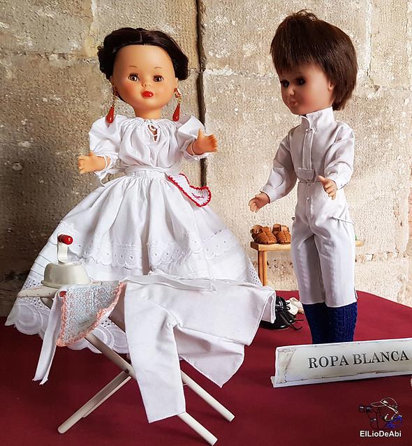 Colección en miniatura de los trajes tradicionales en la provincia de Burgos  (2)