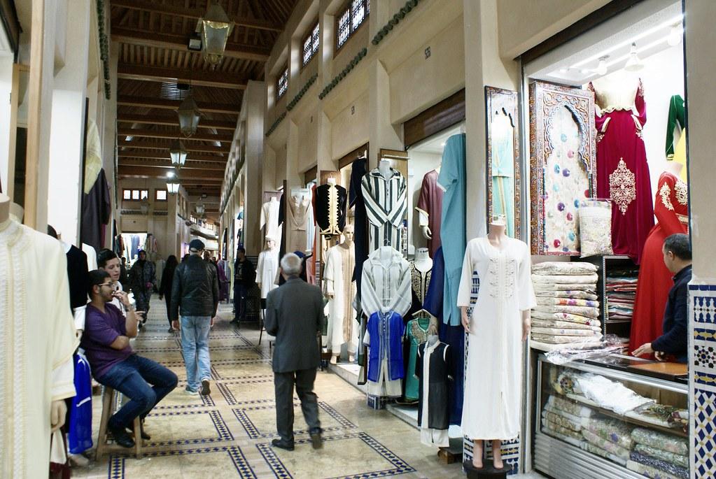 Kissariat de Fès dans la partie dédiée aux caftans et beaux habits traditionnels marocains.