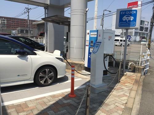 日産プリンス福岡 空港店 EV急速充電器が2基あります。