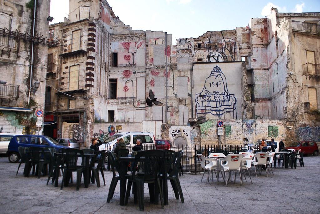 Terrasses de cafés dans le Vieux Palerme (Vucciria).
