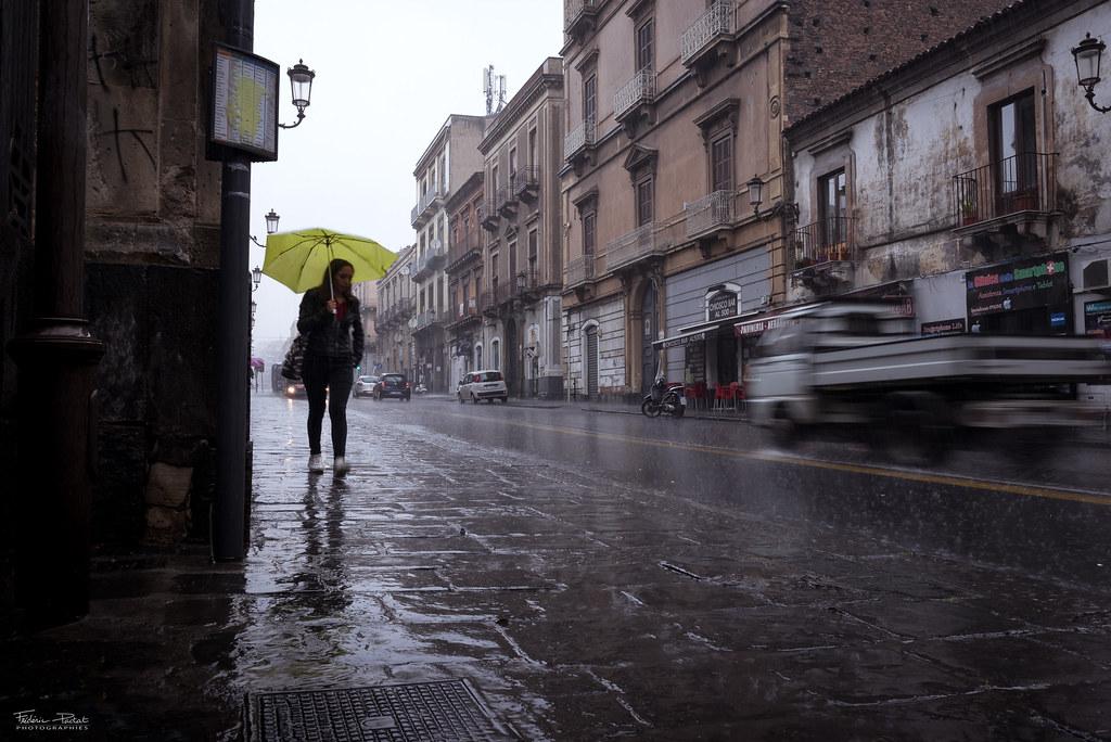 Catane sous la pluie