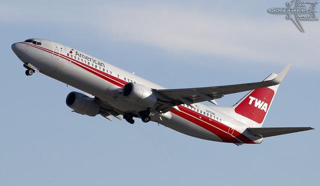 American Airlines | Boeing | 737-823 | N915NN | F/N:3KA | S/N:33227 | L/N:4322