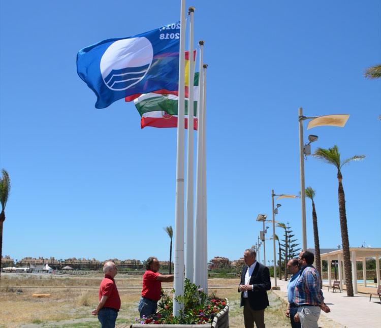 izadas banderas azules playas21