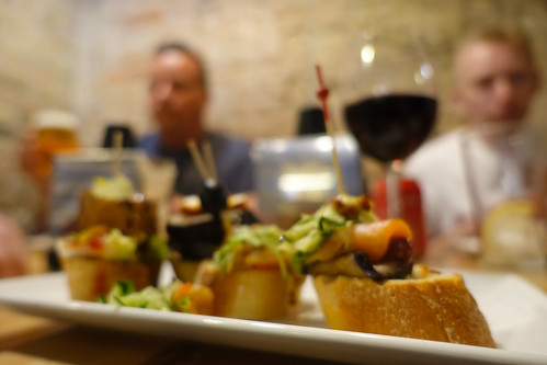 Out of focus, pinchos...