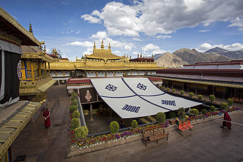 The Jokhang buddhist temple in Lhasa, Tibet | by Tim van Woensel