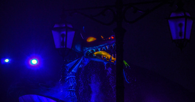 Dragon light fantasmic TDS