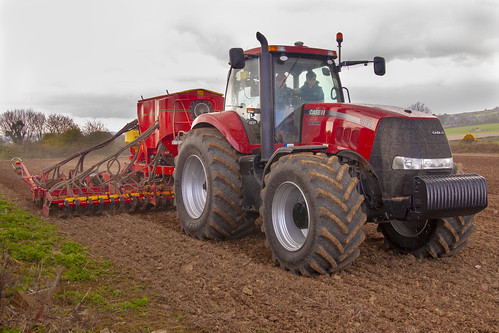 Case IH Magnum 335 Tractor with a Vaderstad Spirit 600C Seed Drill