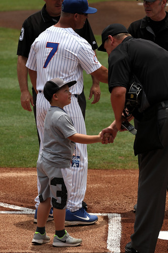 Finn Delivers the Gator Lineup Card
