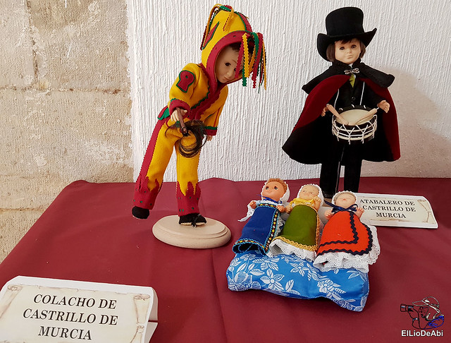 Colección en miniatura de los trajes tradicionales en la provincia de Burgos  (3)