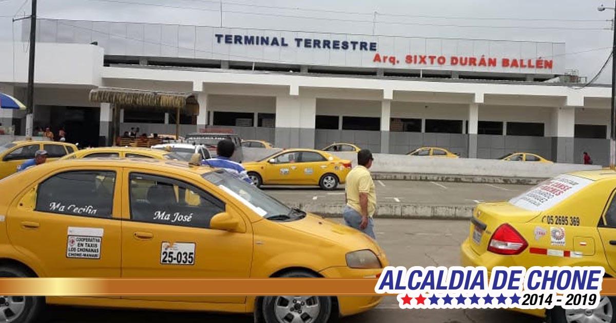 Usuarios de la terminal terrestre de Chone: Todo lo que sea mejoras para el desarrollo de la ciudad que sean bienvenidas